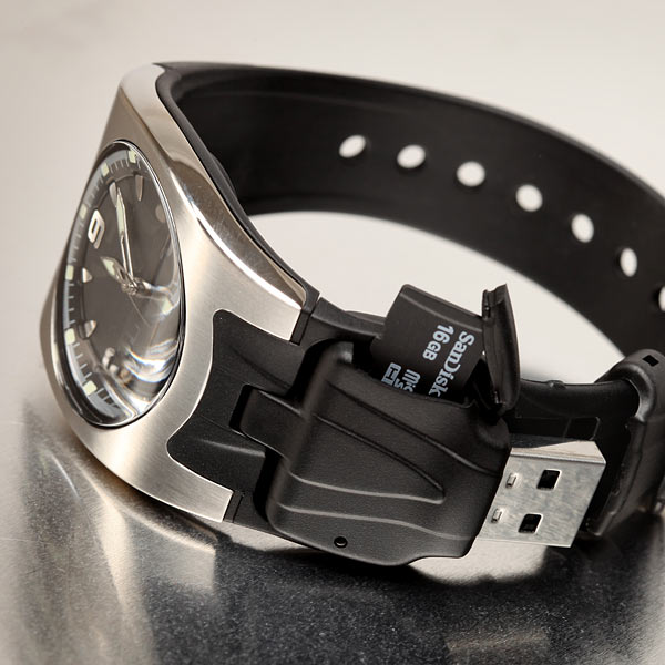Часы с кард-ридером microSD