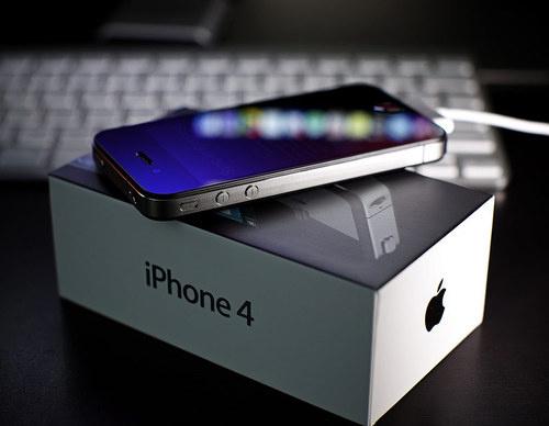 Apple: мы продали 1.7 миллиона iPhone 4 в течении трех дней